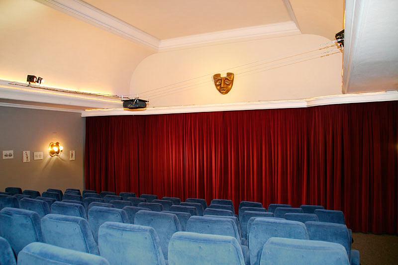 Neuer Saal mit Bühne